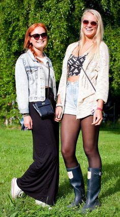 FESTIVALKJOLE: Christine Sandvik Bergman (20) liker seg godt i kjolen fra Bik Bok. I tillegg har hun Converse-sko, topp fra Monki og genser fra Forever 21. Venninnen Hannah Heyer (19) har på seg blå «Hunter»-inspirerte støvler fra Kingsland, mammas gamle dongerishorts, topp fra Gina Tricot og cardigan fra Bik Bok.