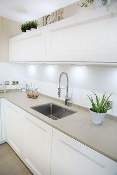 54 veces he visto estas grandes cocinas integrales. Modern Kitchen Cabinets, Glass Kitchen, Kitchen Flooring, Kitchen Furniture, New Kitchen, Kitchen Dining, Kitchen Decor, Island Kitchen, Interior Design Kitchen