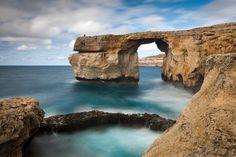 Gozo, Malta  Noch eine kleine unbekannte Schwester: Sechs Kilometer nordwestlich von Malta versteckt sich Gozo. Ob jahrtausende alte Tempel oder die Kalypso-Grotte, in der der Sage nach Odysseus mit der Nymphe Kalypso lebte: Gozo ist zwar nur 14 Kilometer lang und rund sieben Kilometer breit, aber reich an Sehenswürdigkeiten. Taucher können die beeindruckende Unterwasserwelt mit Wracks und Höhlen erkunden