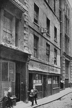 This is reputedly the house that Dickens used as inspiration for Fagin's Lair in Oliver Twist. The Artful Dodger and Oliver Twist walk from Islington down to 'a house near Field Lane' which was an area renowned for its rookery. 18 Vintage Photos Of Charles Dickens' London