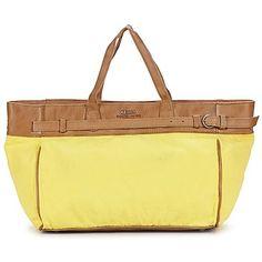 Mit dieser #tasche von IKKS sehen wir uns schon über den Wochenmarkt schlendern und bunte Früchte kaufen. Schnell noch in die passenden #schuhe geschlüpft und los geht's! #gelb #trends #mode #outfits