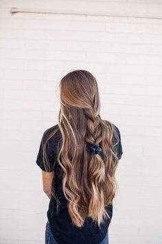 To express a cool looking of your hair, you can attempt these nine choices. That… To express a cool looking of your hair, you can attempt these nine choices. That implies these hairdos are giving you a fresh idea in… Continue Reading → Pretty Hairstyles, Country Girl Hairstyles, Hairstyles For Summer, Easy Hairstyles For Work, Long Hair Hairstyles, Casual Braided Hairstyles, Summer Hairdos, Alternative Hairstyles, Smart Hairstyles