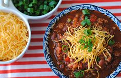 A piping hot bowl of healthy turkey chili is a must-have for a chilly tailgate! #healthy #chili