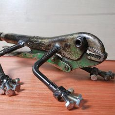 Lizard is assembled with salvaged parts from around the Pacific Northwest area. Clear coat applied to resist rust and keep clean although if kept outside it will rust.  3.5 tall 9 long 7.5 wide  2.5 lbs