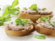 Aprenda a preparar patê de salsicha com maionese com esta excelente e fácil receita. Buscando uma receita bem gostosa de patê? O TudoReceitas recomenda uma preparaçã...
