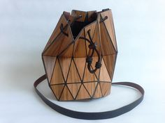 Discover recipes, home ideas, style inspiration and other ideas to try. Wooden Purse, Origami Bag, Small Bags, Leather Working, Leather Purses, Clutch Bag, Creations, Textiles, Gifts