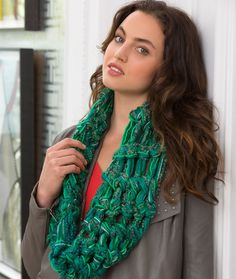 Finger Crochet Cowl Crochet Pattern | Red Heart Chunky Scarf
