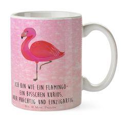 Tasse Flamingo classic aus Keramik  Weiß - Das Original von Mr. & Mrs. Panda.  Eine wunderschöne spülmaschinenfeste Keramiktasse (bis zu 2000 Waschgänge!!!) aus dem Hause Mr. & Mrs. Panda, liebevoll verziert mit handentworfenen Sprüchen, Motiven und Zeichnungen. Unsere Tassen sind immer ein besonders liebevolles und einzigartiges Geschenk. Jede Tasse wird von Mrs. Panda entworfen und in liebevoller Arbeit in unserer Manufaktur in Norddeutschland gefertigt.     Über unser Motiv Flamingo…