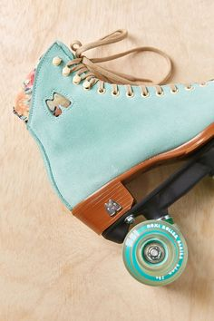 Moxi Lolly Roller Skates - Urban Outfitters I want them. Roller Derby, Roller Skating, Retro Outfits, Art Michael Jordan, Mode Cool, Style Vintage, Burton Snowboards, Skateboards, Urban Outfitters