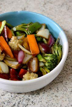 Aprendi com meu sogro uma maneira muito fácil de preparar e conservar os legumescomprados na feir... Veggie Recipes, Asian Recipes, Vegetarian Recipes, Healthy Recipes, A Food, Good Food, Food And Drink, Yummy Food, Clean Eating