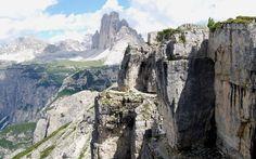 DOLOMITI di SESTO (Italy). Monte Piano: Panorama con le Tre Cime di Lavaredo.
