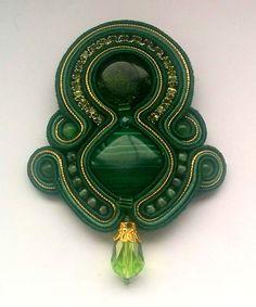 Stoffbroschen - Brosche Soutache Grün - Gold - ein Designerstück von MoniccaArtJewelry bei DaWanda