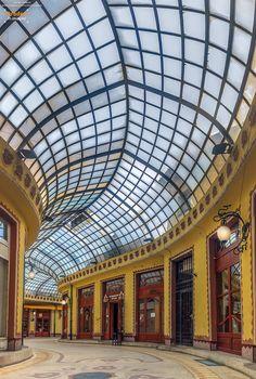 7 motive ca să vizitezi Oradea Visit Romania, Carpathian Mountains, European Vacation, Shopping Mall, Amazing Places, Places To See, The Good Place, The Neighbourhood, Architecture