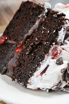 This easy Black Forest Cake Recipe is a creamy, chocolate-cherry dream! Made from scratch with my homemade chocolate cake, homemade cherry filling, and vanilla whipped cream. This authentic German layer cake recipe is heaven on a plate. Easy Birthday Desserts, Köstliche Desserts, Delicious Desserts, Yummy Food, Birthday Cake, Food Cakes, Cupcake Cakes, Cupcakes, Cake Recipes