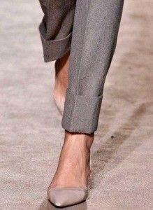 Kitten heels are elegant and timeless and they're making a roar this spring. Check out these stylish and modern options to wear with everything in your closet. Work Fashion, Fashion Details, Fashion Shoes, Fashion Trends, Mode Style, Style Me, Bcbg, Style Outfits, Mode Inspiration