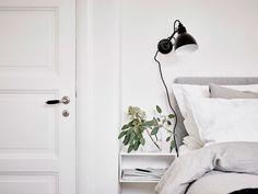 Creative All white Master Bedroom Design Ideas Master Bedroom Design, Dream Bedroom, Home Bedroom, Bedroom Decor, Scandinavian Interior Design, Scandinavian Living, Tiny Living, Home And Living, Bed Table
