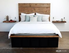 Reclaimed Barn Wood Headboard van SilicateStudio op Etsy, - The room in this photo is really pretty, ideal for tranquil sleep.