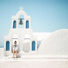 A church and bell tower high above the water in Oia, Santorini Island, Greece. Places To Travel, Places To Go, Travel Destinations, Places Around The World, Around The Worlds, Belle Villa, Photos Voyages, Future Travel, Greece Travel
