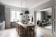 The Most Beautiful Dining Rooms of 2019 - Nordic Design Kitchen Marble Top, White Kitchen Cupboards, Kitchen Dining, Apartment Kitchen, Apartment Living, Grey Walls Living Room, Beautiful Dining Rooms, Beautiful Space, Interior Decorating