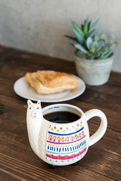 Lama cup of coffee Alpacas, Ceramic Pottery, Ceramic Art, Mug Harry Potter, Llama Gifts, Sculptures Céramiques, Cute Cups, Mug Cup, Coffee Cups