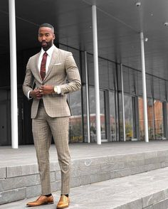 40 Lovely Work Outfit Ideas For Men To Try is part of Mens fashion suits - The traditional man's suit is a great choice of outfit for men It's practical, looks good and is easy to […] Blazer Jeans, Mens Fashion Suits, Mens Suits, Beige Suits, Men In Black, Stylish Mens Outfits, Instagram Outfits, Well Dressed Men, Blazers For Men