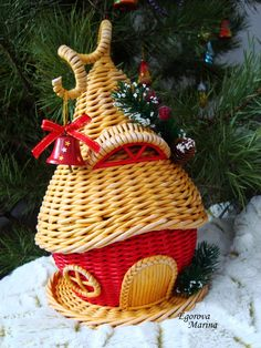 Solutions To Show That Pest Command Products And Services Are Useful For That Individuals Marina Egorova Newspaper Basket, Newspaper Crafts, Paper Weaving, Weaving Art, Willow Weaving, Basket Weaving, Handmade Home, Handmade Christmas, Quilling Work
