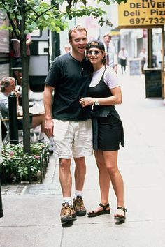 Jennifer Aniston 90s, Jennifer Aniston Pictures, Jennifer Aniston Boyfriend, Rachel Green Outfits, 90s Inspired Outfits, Evolution Of Fashion, Friend Outfits, 90s Fashion, Style Fashion