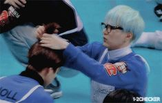 this situation makes yoongi look like a grandfather doing his granddaughter's hair