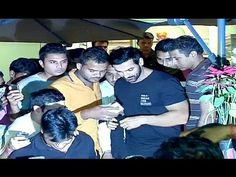 John Abraham MOBBED by fans at the Coffee Shop, Mumbai. John Abraham, Mumbai, Coffee Shop, Fans, Youtube, Pictures, Coffee Shops, Photos, Coffeehouse