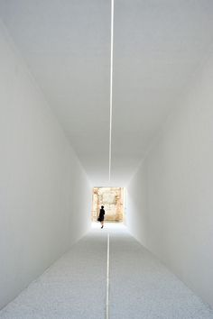 Luce-Tempo-Luogo-Toshiba-LED-lighting-Milan-2011-yatzer-5.jpg (714×1073)