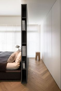 Living ideas bedroom - use the space behind the bed- Wohnideen Schlafzimmer – den Platz hinterm Bett verwerten small modern bedroom with gray partition as bookshelf, built-in wardrobe white, parquet floor and white blinds - Bedroom Wardrobe, Home Bedroom, Bedroom Ideas, Bedroom Decor, Wardrobe Wall, Wardrobe Storage, Library Bedroom, Bedroom Designs, Bedroom Furniture