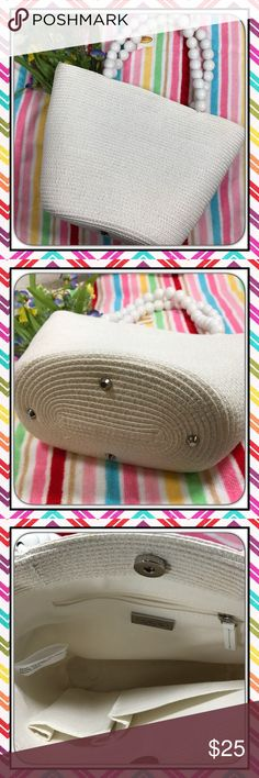 Talbots White Beaded Handle Purse Talbots White Wooden Bead Handle Straw Purse with Canvas interior.  includes 3 pockets, one is zippered.  Perfect Easter, Spring or Summer Bag.  Not really a Shoulder Bag but no other categories available to decribe it. Talbots Bags Shoulder Bags