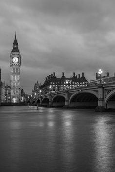 New free photo from Pexels: https://www.pexels.com/photo/night-bridge-reflection-big-ben-34077 #black-and-white #night #water