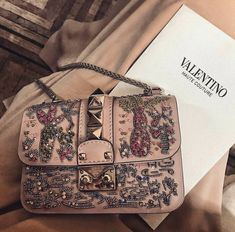 Shared by Juliette. Find images and videos about accessories, bags and Valentino on We Heart It - the app to get lost in what you love. Luxury Bags, Luxury Handbags, Purses And Handbags, Designer Handbags, Latest Handbags, Chanel Handbags, Sacs Design, Fashion Accessories, Women Accessories