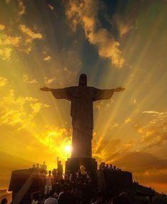 Rio de Janeiro — Por do sol no Cristo Redentor, Corcovado, Brasil. Foto de Arthur Sette