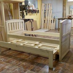 Lábakon álló vendégágy Bench, Storage, Furniture, Home Decor, Purse Storage, Decoration Home, Room Decor, Larger, Home Furnishings
