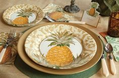 Royal Horticultural Society Royal Pineapple paper plates and napkins Apple Kitchen Decor, Sunflower Kitchen Decor, Colorful Kitchen Decor, Glass Kitchen, Design Seeds, Be Like A Pineapple, Pineapple Lights, Feng Shui, Apartment Therapy