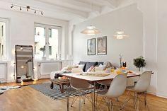 DSR dinning area http://www.decoratualma.com/es/sillas/35-replica-eames-plastic-chair-dsr.html