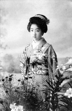 tofuist:  http://kosyasin.web.fc2.com/omokage7.html  Photo likely dates to the early 20th century, Japan