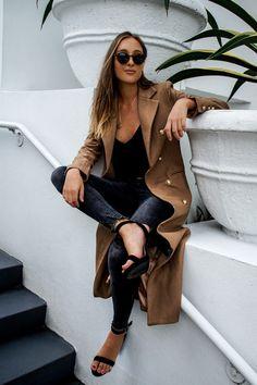 Grey skinny jenas outfit styled by Miami fashion blogger Tanya Litkovska. More on HIDEMYCOAT blog