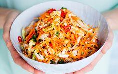 Vietnamilainen kanasalaatti Vietnamese Chicken Salad, My Cookbook, Vegetable Sides, Food N, Coleslaw, Food Inspiration, Salad Recipes, Cabbage, Vegetables
