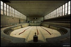 Crachoir Piscine, by Martino Zegwaard