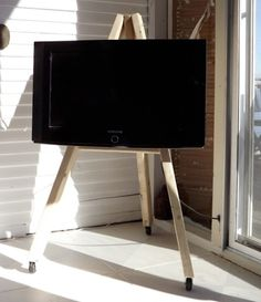 Diy: Tv Display Easel On Wheels