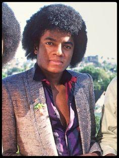 You give me butterflies inside Michael. Photos Of Michael Jackson, Michael Jackson Bad Era, Mike Jackson, Paris Jackson, Jackson Family, Vintage Glamour, Vintage Beauty, The Boy Is Mine, Doll Clothes Barbie