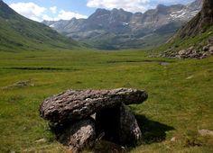 Restos megaliticos en la selva de oza
