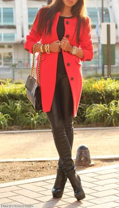 Gorgeous look! Just would have black leggins or Jeans instead of leather pants! Lol