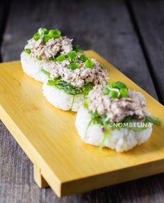 Japanse rijstkoekjes met tonijnsalade