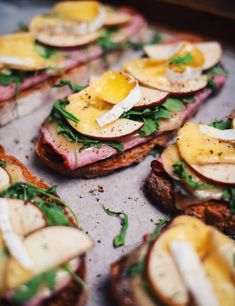 Croque-monsieur with ham, brie cheese and apples - Le Coup de Grâce Apple Sandwich, Sandwich Recipes, Brie, Apples And Cheese, Summer Snacks, Wrap Sandwiches, Brunch Recipes, Ham, Lunch