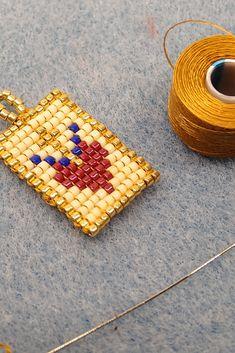 DIY Escapulario Dije Delica Miyuki Peyote Puntada Cuadrada Paso a Paso  Cómo Leer Patrón Fácilmente Bead Loom Bracelets, Brick Stitch, Loom Beading, Macrame, Beads, Ibiza, Mini, Elsa, Handmade