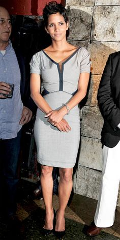 Halle Berry looks elegant and glamourous in this simple dress.  The color accents help to accentuate her curves.